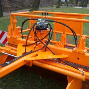 Asfaltový traktorový urovnávač