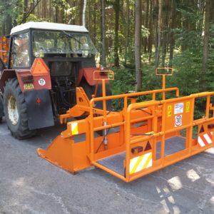 01 Asfaltový traktorový urovnávač TUAS 25